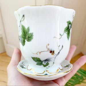 Vintage Nantucket Ivy Bee White Glass Vase